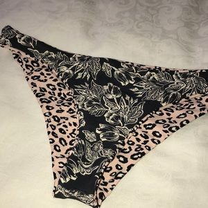 Reversible cheeky bottoms